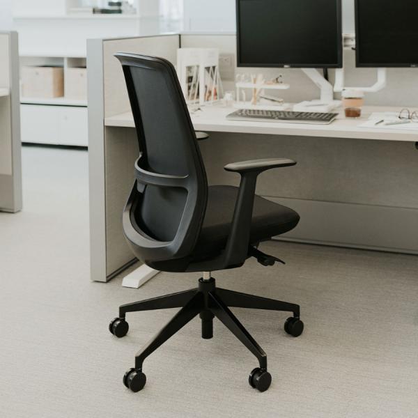 HAWORTH Soji Bürodrehstuhl schwarz mit Netzrücken - Beispielbild