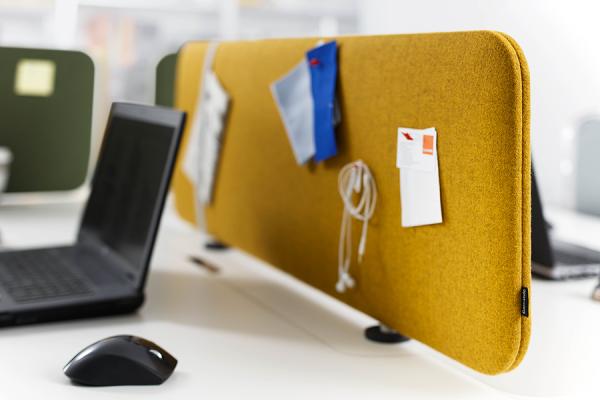 Cascando Pillow Desk mit magnetischer Befestigung